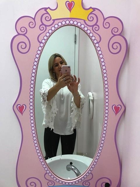 Selfie no banheiro, me sentindo princesa, também, por que não?